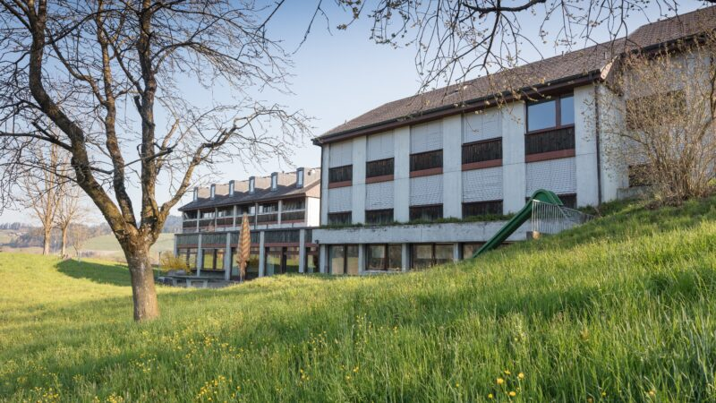 INFORAMA Emmental Gebäude mit Bäume