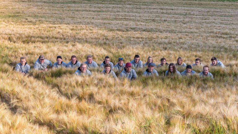 Schueler in Feld